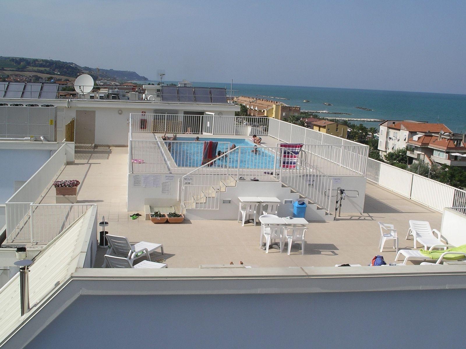 Residence per disabili casa albergo liberty cupra for Piscina rialzata